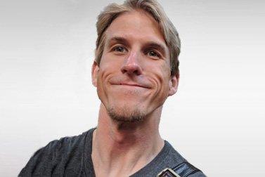 Markus Wulfmeier ist Alumni-Stipendiatin für eine Promotion und schaut lachend in die Kamera.